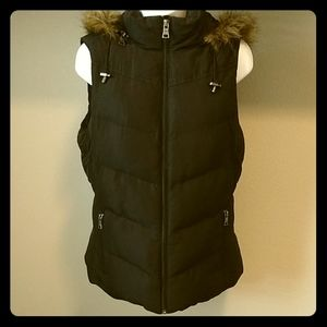 Banana Republic Black Puffer Vest - M